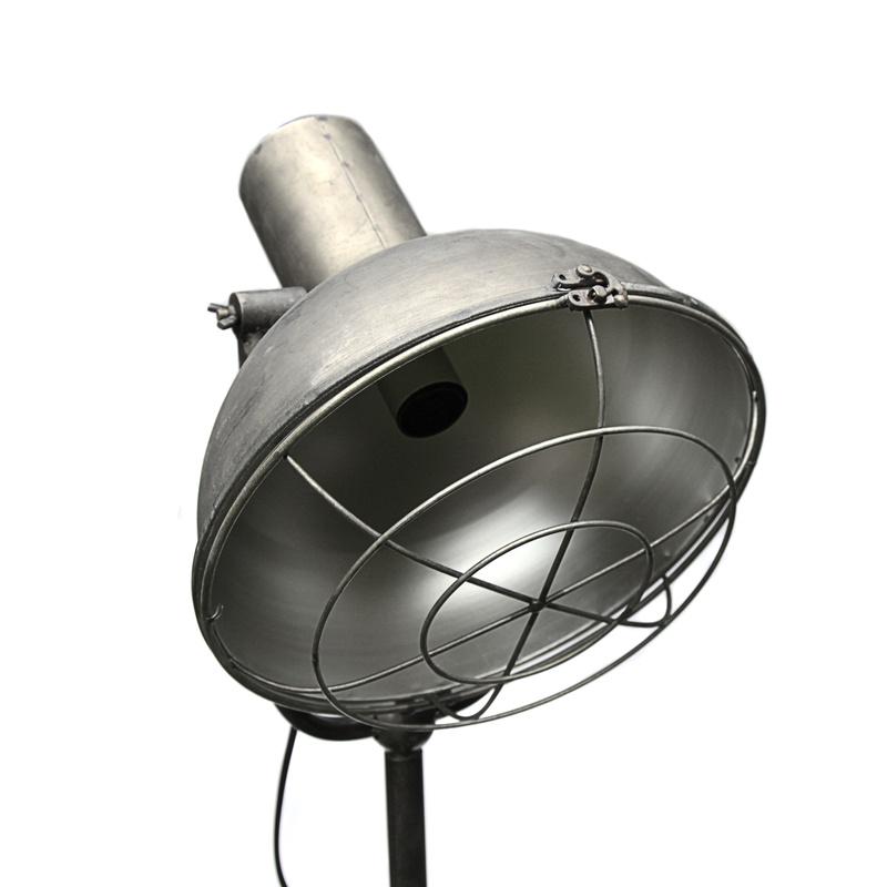 stehlampe scheinwerfer stativlampe dreibein metall antik silber dek. Black Bedroom Furniture Sets. Home Design Ideas